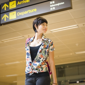 woman-airport 10 Reasons to Relocate to Singapore
